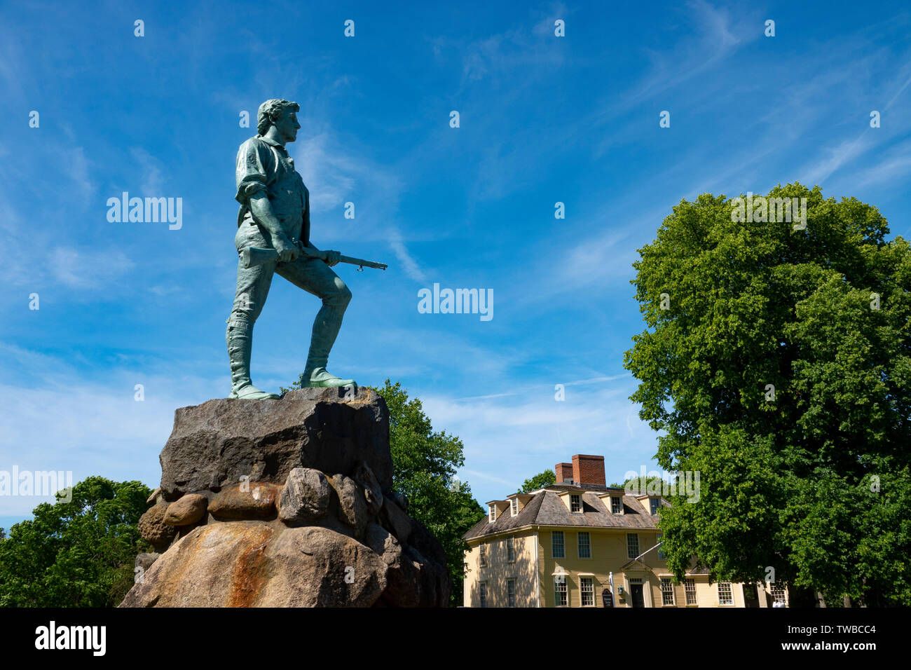 usa-massachusetts-ma-lexington-minuteman-statue-also-called-captain-john-parker-statue-TWBCC4.jpg