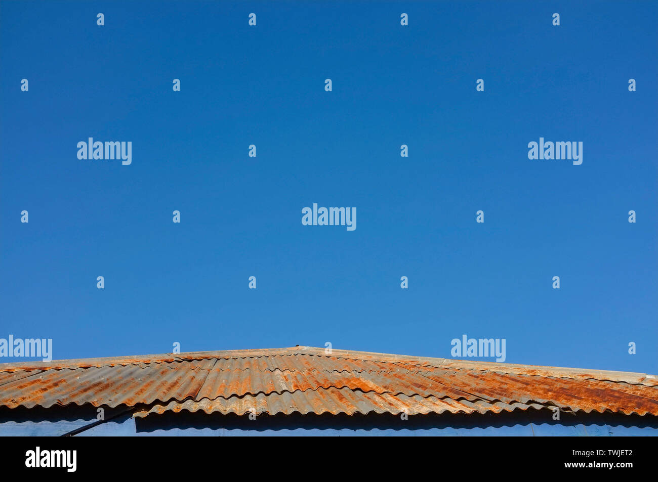 tin-roof-made-of-corrugated-iron-TWJET2.