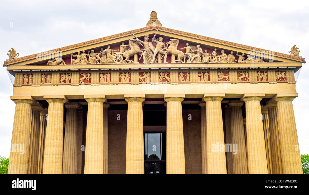 pedimental-sculptures-on-full-scale-replica-of-parthenon-in-centennial-park-nashville-tennessee-usa-TWM2RC.jpg