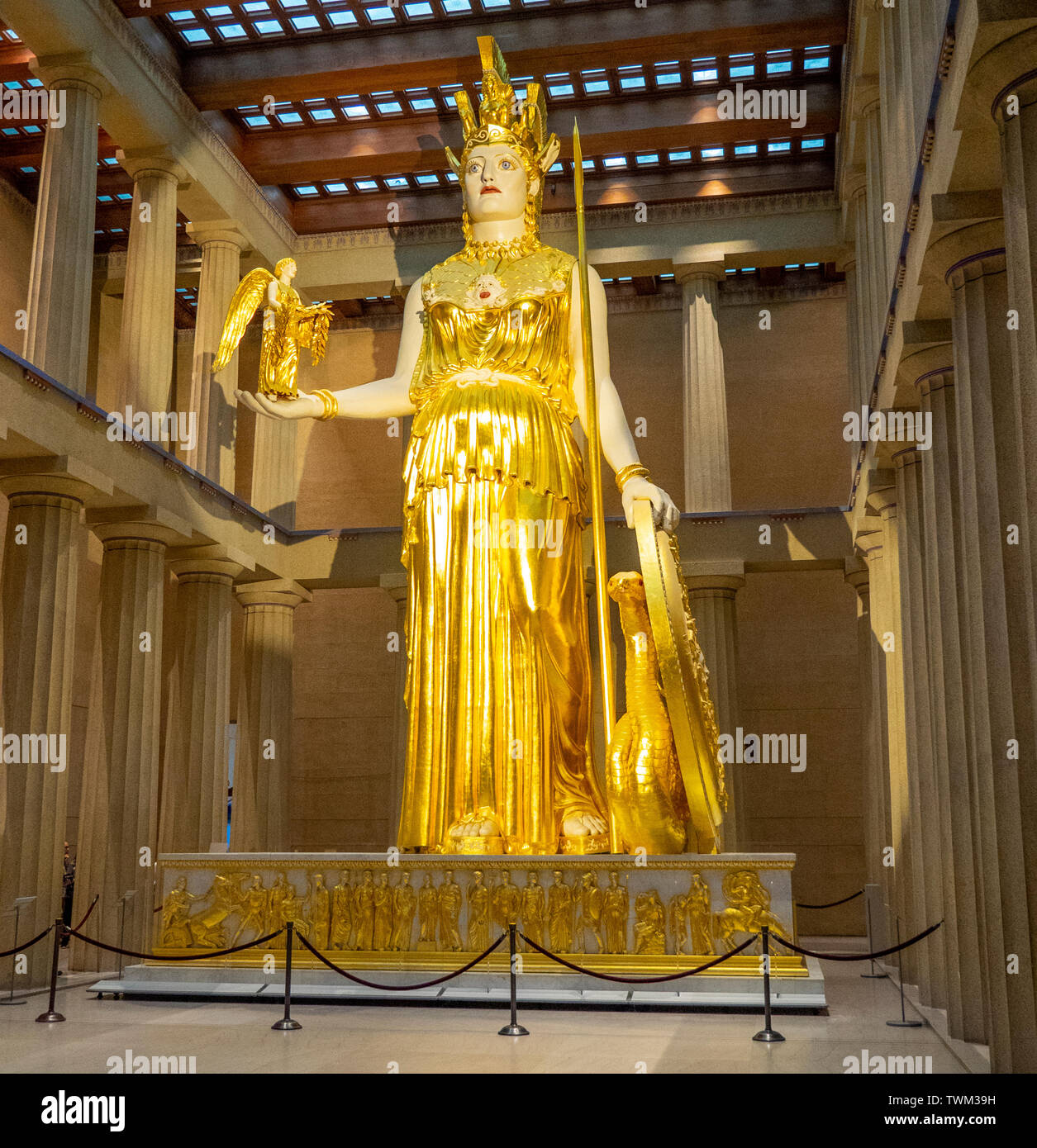 full-scale-replica-of-athena-parthenos-statue-holding-statue-of-goddess-nike-inside-parthenon-in-centennial-park-nashville-tennessee-usa-TWM39H.jpg