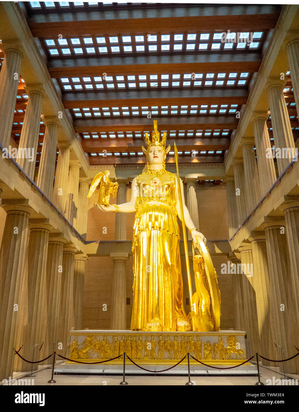 full-scale-replica-of-athena-parthenos-statue-holding-statue-of-goddess-nike-inside-parthenon-in-centennial-park-nashville-tennessee-usa-TWM3E4.jpg