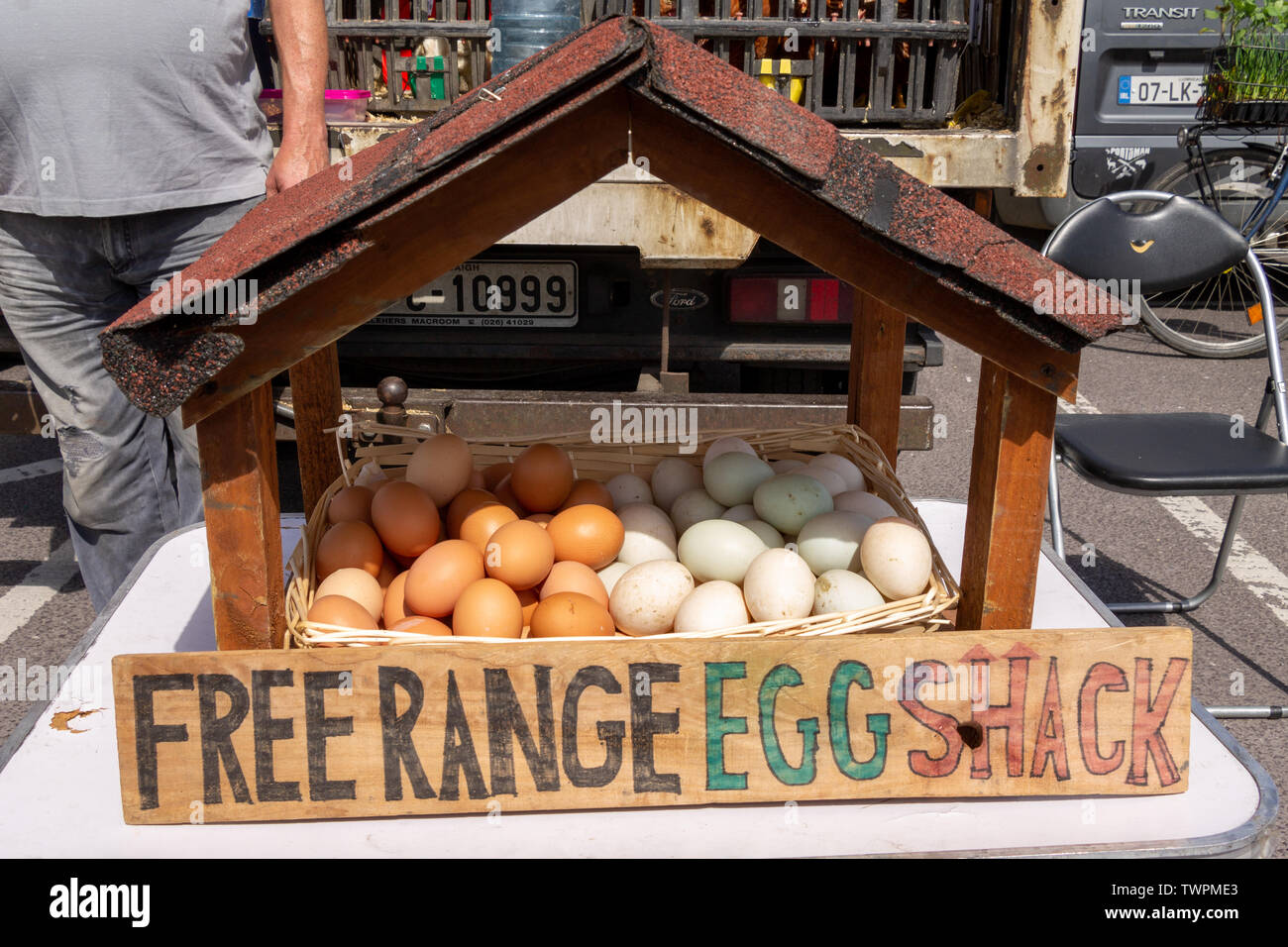 free-range-eggs-for-sale-at-an-open-air-market-TWPME3.jpg