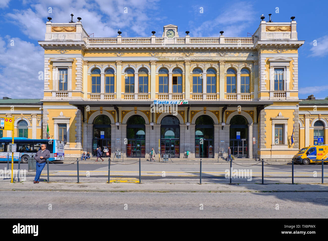 the-austro-hungarian-architecture-central-train-station-with-small-crowd-of-passenger-on-a-blue-sky-day-TX8PWX.jpg