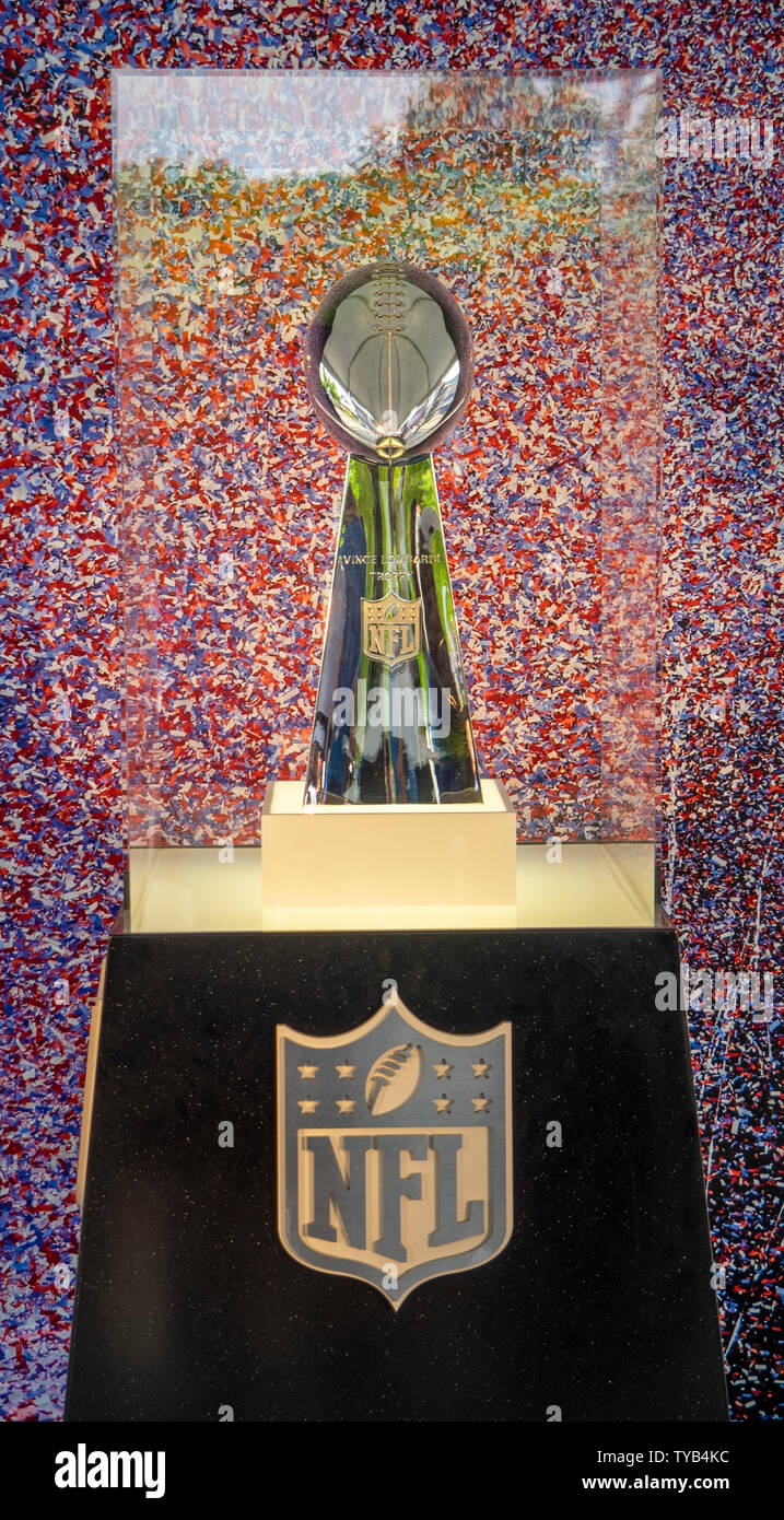 vince-lombardi-trophy-display-during-draft-2019-nissan-stadium-nashville-tennessee-usa-TYB4KC.jpg