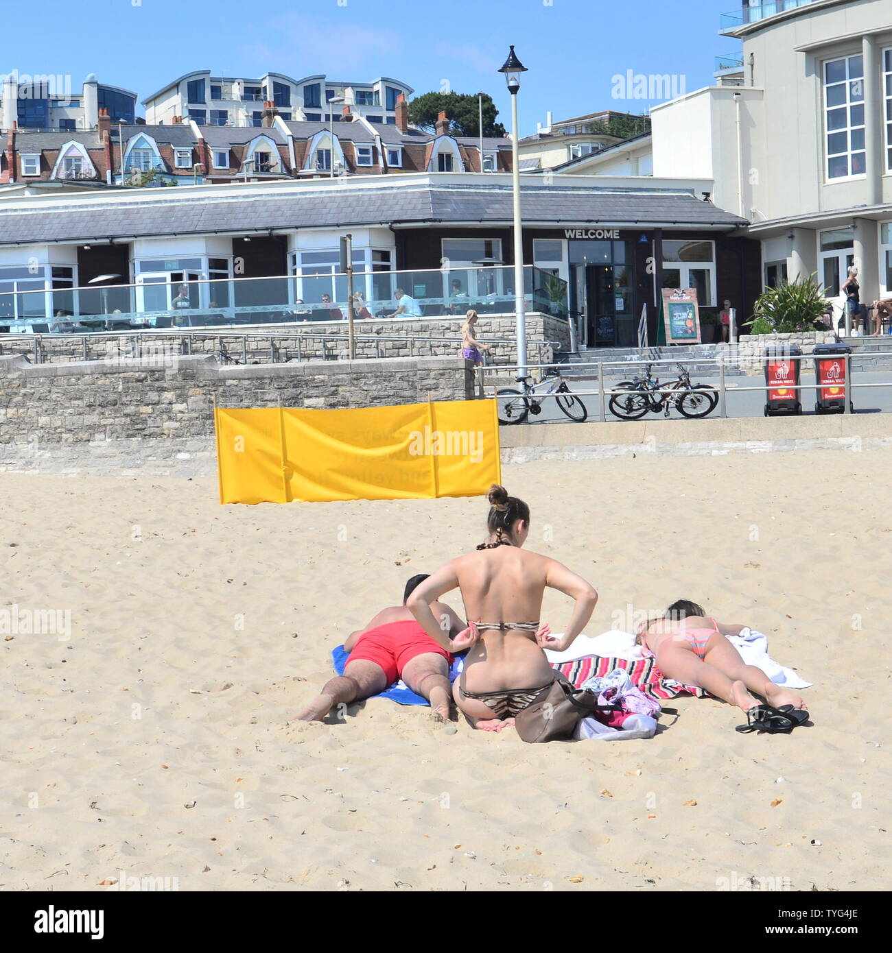 Boscombe, Bournemouth, Dorset, England, UK. 26th June, 2019. Weather: Temperatures are rising as a heatwave in Europe spills over into southern England. People head to the beach to enjoy the first real spell of good weather this summer. Credit: Paul Biggins/Alamy Live News Stock Photo