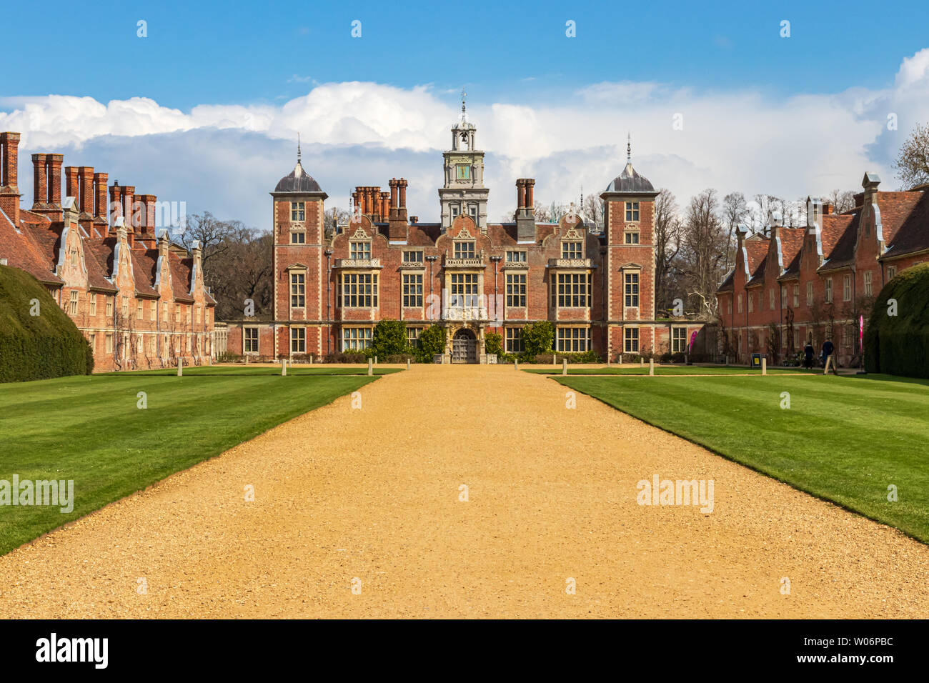 frontal-aspect-of-blickling-hall-in-norf