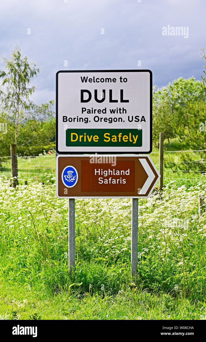 village-sign-dull-paired-with-boring-oregon-usa-drive-safely-highland-safaris-dull-perth-and-kinross-scotland-united-kingdom-europe-W08CHA.jpg