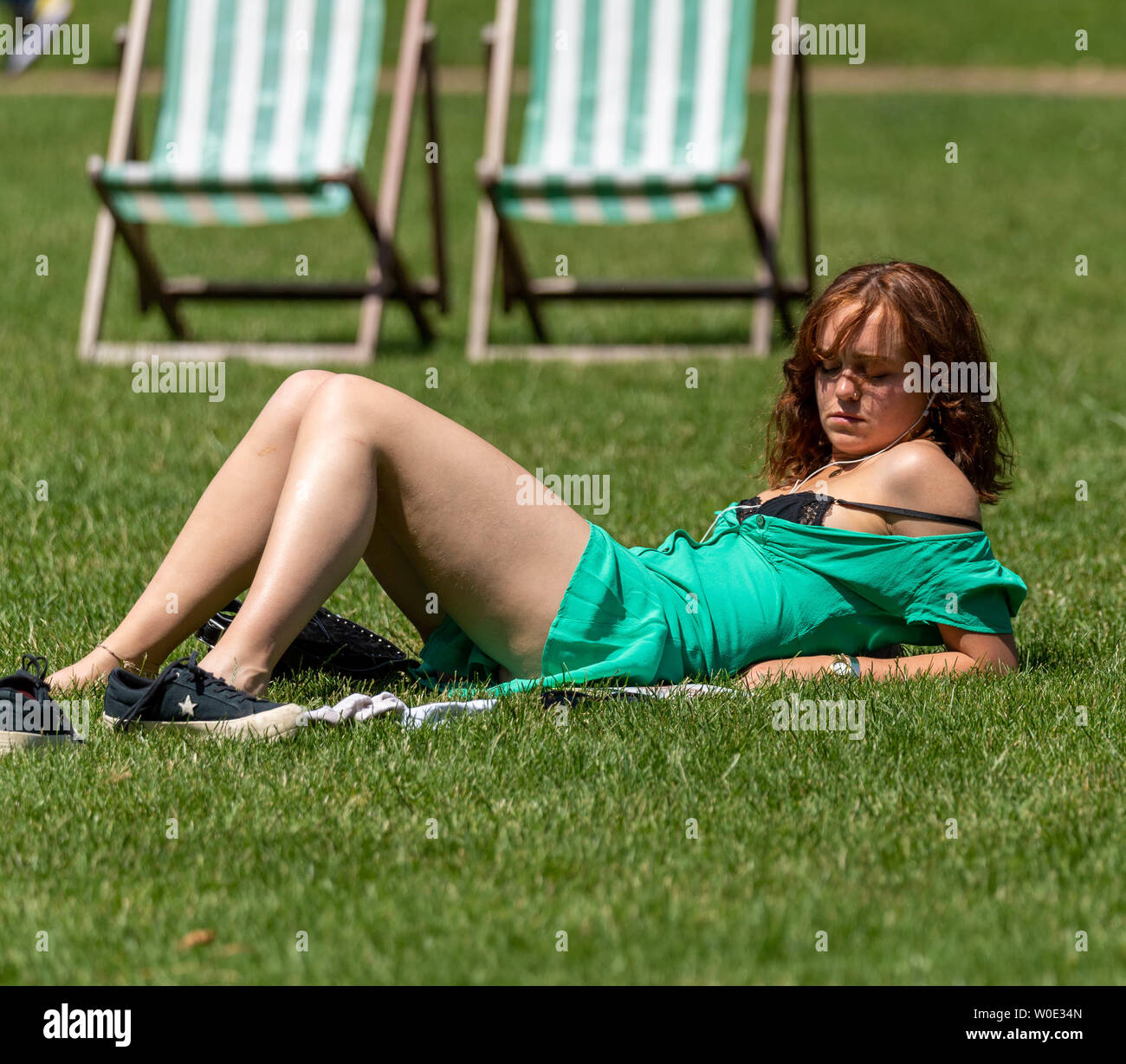 London. 27th June 2019. UK Weather: Sunshine in Green Park, London Credit: Ian Davidson/Alamy Live News Stock Photo