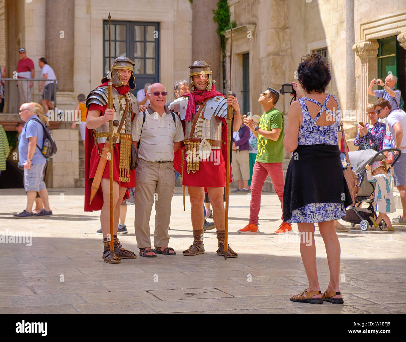 split-croatia-actors-dressed-as-roman-guards-performing-for-tourists-posing-with-male-tourist-pointing-swords-at-him-while-wife-takes-picture-W1EFJ5.jpg
