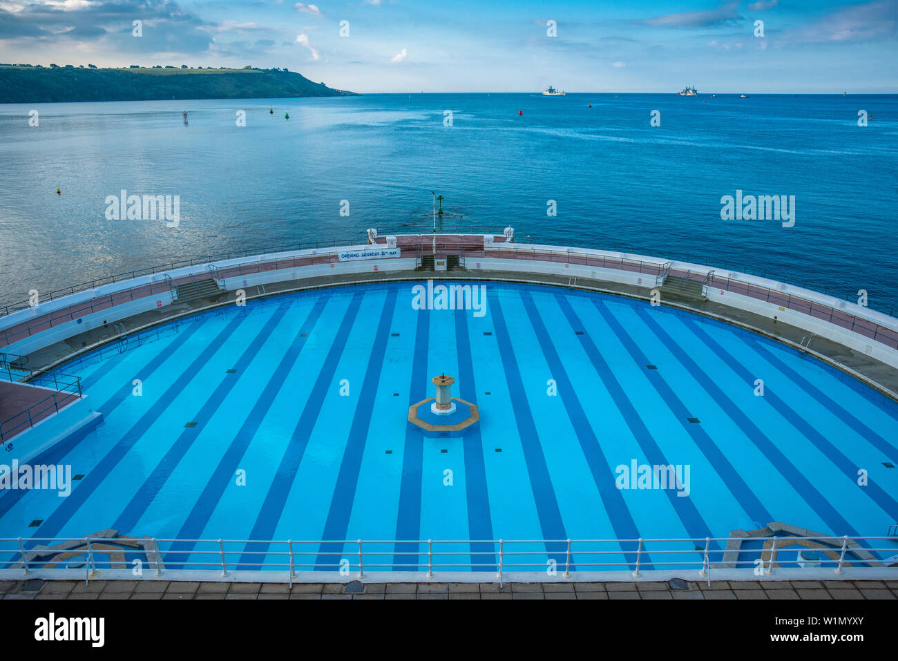 tinside-pool-at-plymouth-hoe-on-the-seaf