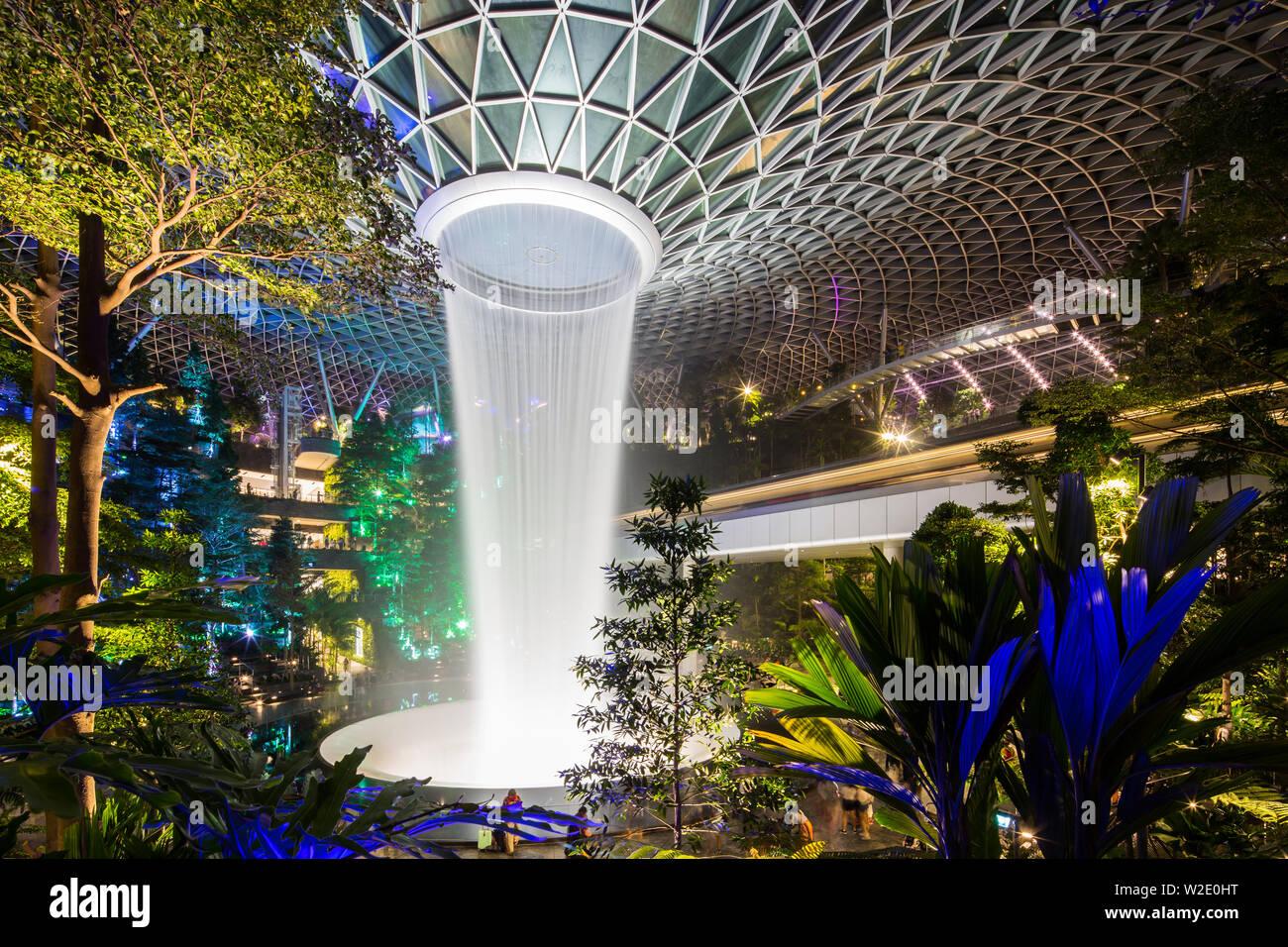 night-view-lighting-display-in-jewel-cha