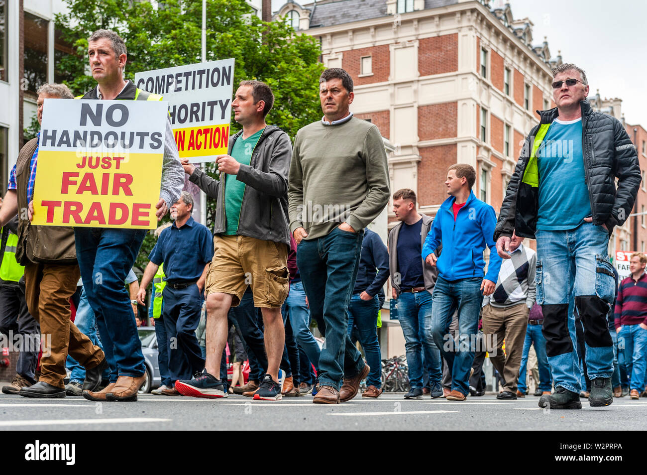 dublin-ireland-10th-july-2019-thousands-of-farmers-descended-on-leinster-house-today-in-protest-at-the-mercosur-deal-which-farmers-claim-will-be-the-final-nail-in-the-coffin-for-their-way-of-life-credit-andy-gibsonalamy-live-news-W2PRPA.jpg