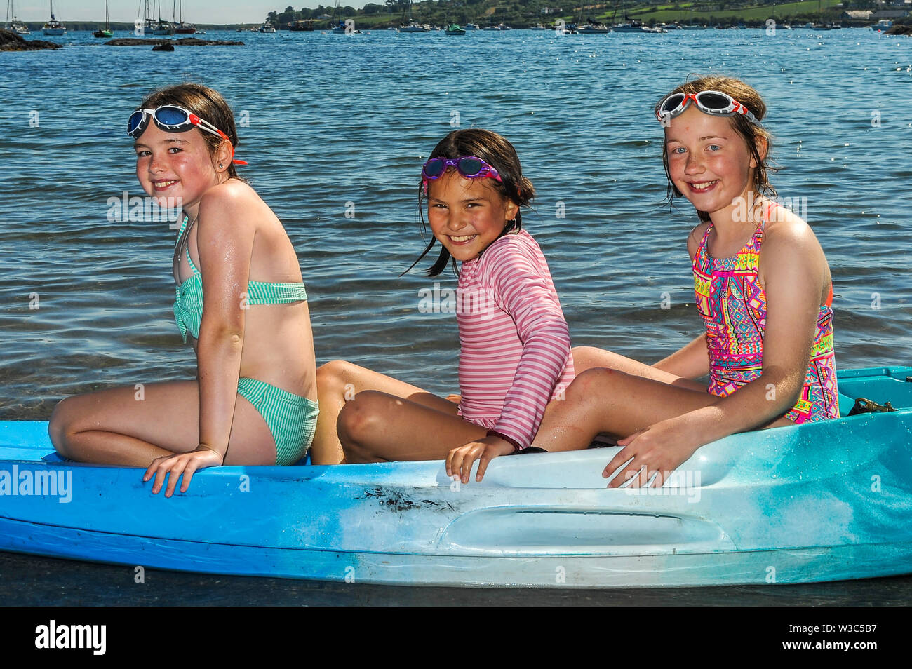 schull-west-cork-ireland-14th-july-2019-on-another-scorchingly-hot-summers-day-in-west-cork-locals-and-tourists-alike-flocked-to-the-beaches-at-schull-beach-were-heidi-hogan-schull-hannah-odriscoll-ballydehob-abd-emily-hunsberry-from-clonakilty-credit-andy-gibsonalamy-live-news-W3C5B7.jpg