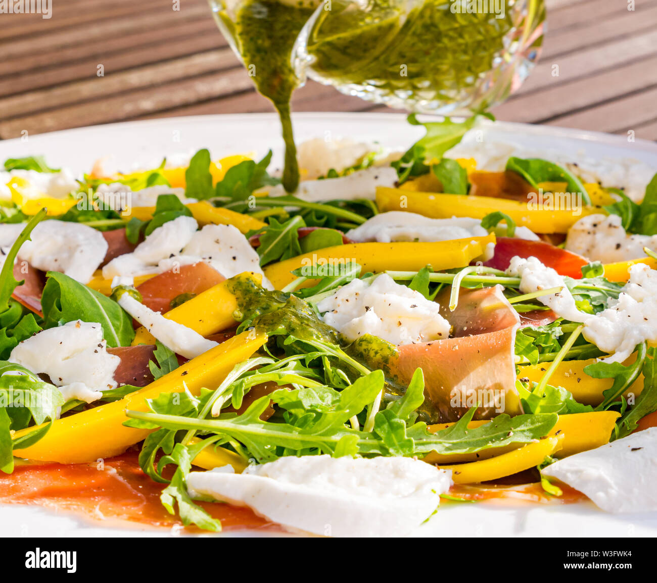 summer-food-salad-meal-served-outdoors-w