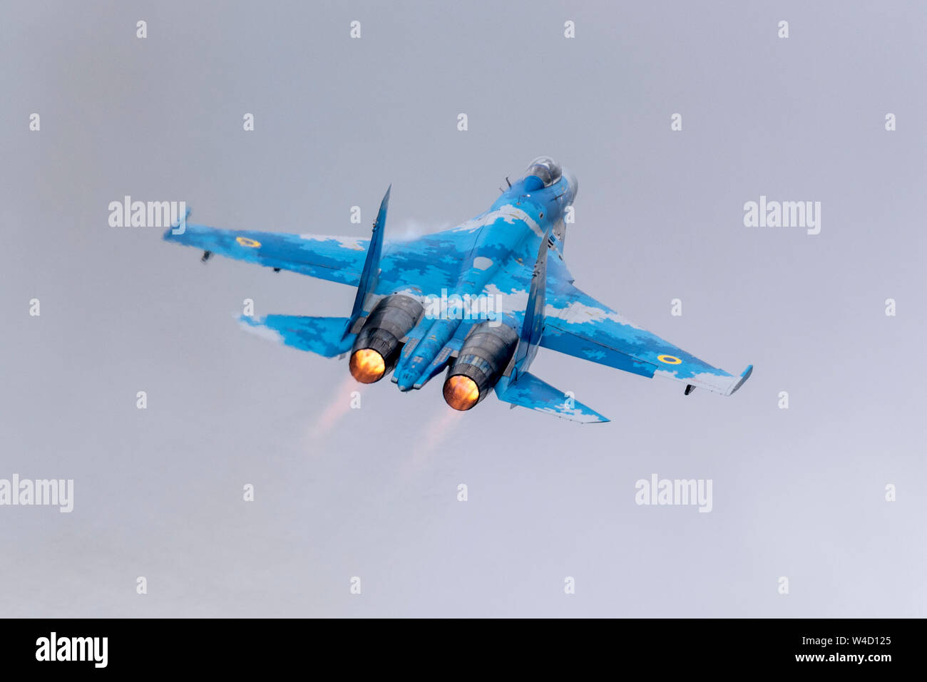 ukrainian-sukhoi-su-27-flanker-fighter-plane-at-royal-international-air-tattoo-riat-2019-raf-fairford-russian-jet-fighter-flying-airshow-air-display-W4D125.jpg