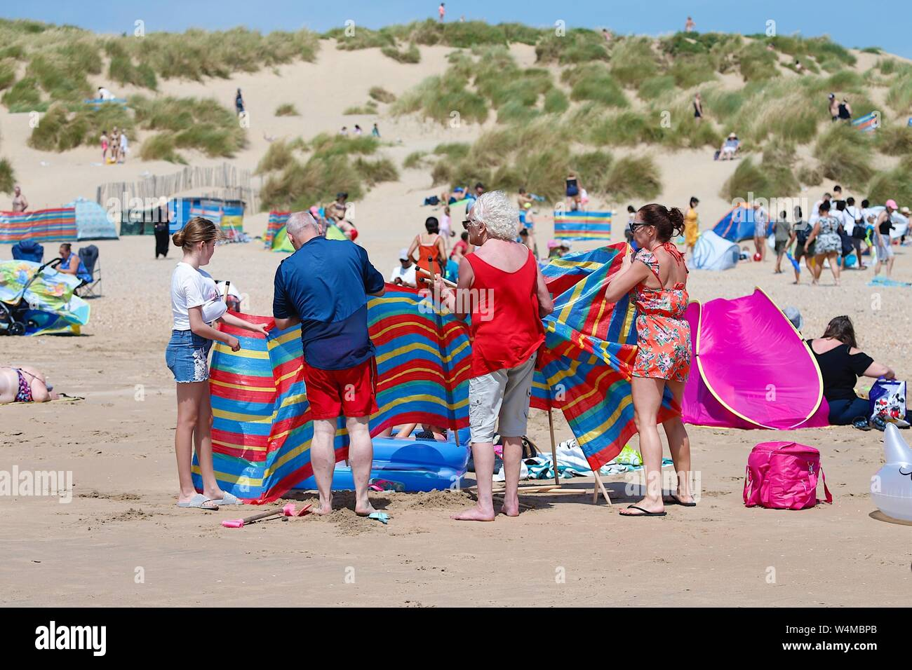 Camber, East Sussex, UK. 24 Jul, 2019. UK Weather: A welcome breeze greets these people at the Camber Sands beach in East Sussex on a very hot and sunny morning. ©Paul Lawrenson 2019, Photo Credit: Paul Lawrenson/Alamy Live News Stock Photo
