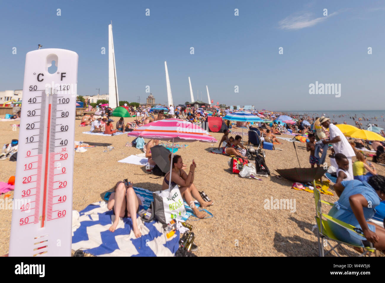 seafront-southend-on-sea-essex-uk-with-the-forecast-record-temperatures-people-are-heading-to-the-seafront-to-cool-down-the-towns-jubilee-beach-is-busy-with-the-mercury-in-the-high-thirties-temperatures-almost-reached-record-levels-thermometer-illustrating-temperature-W4W5J6.jpg