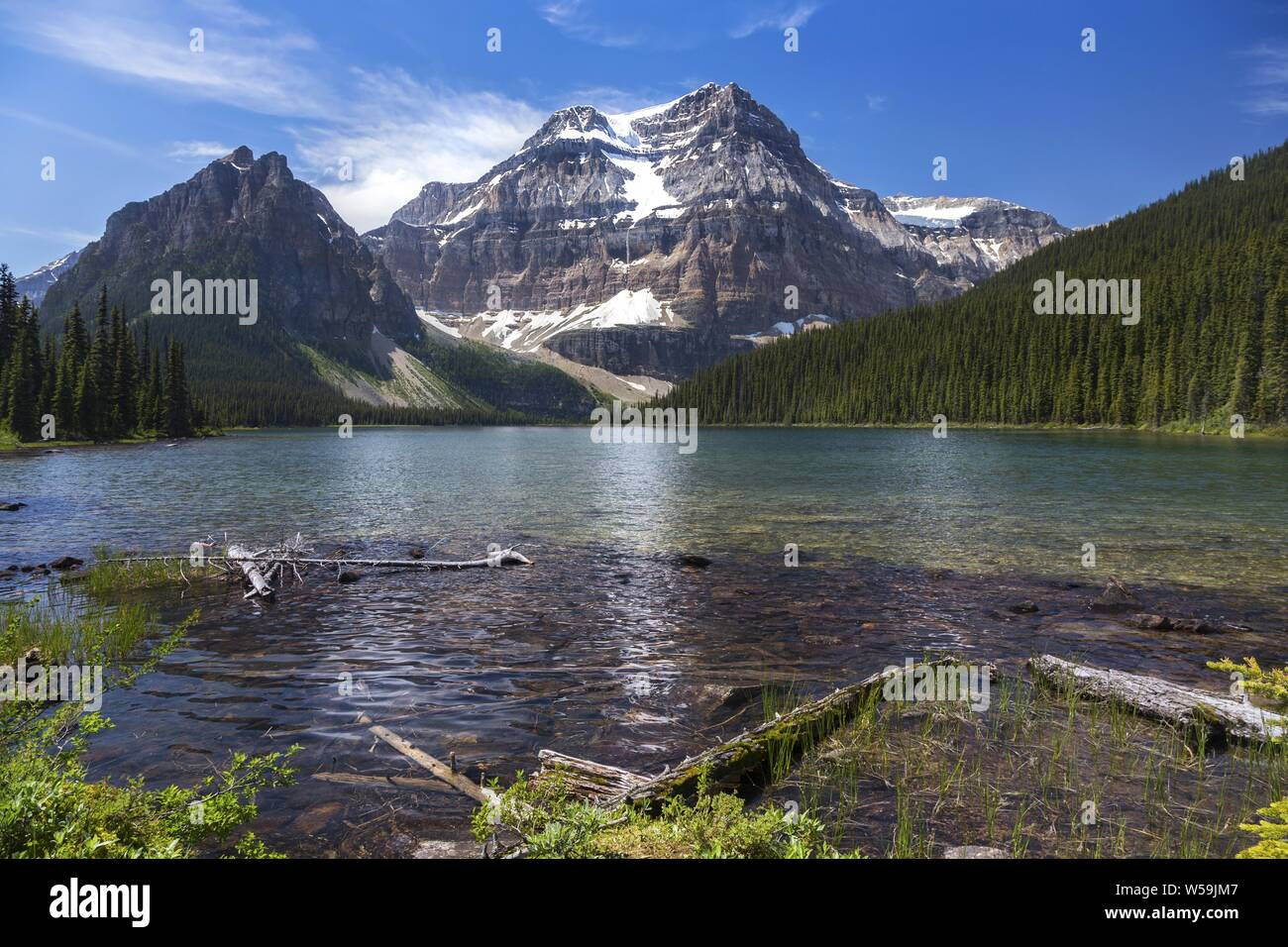 scenic-landscape-view-of-shadow-lake-and