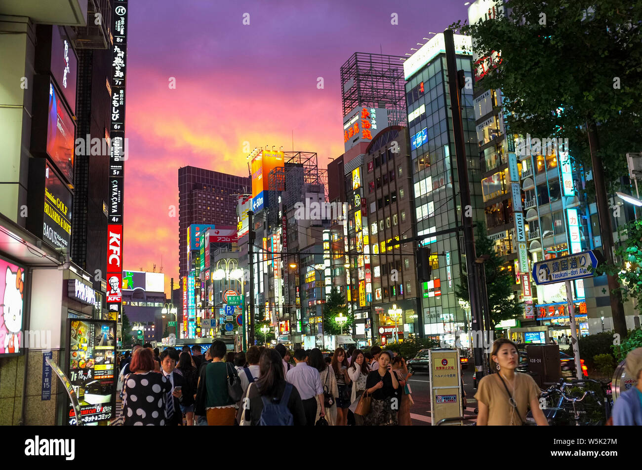 sunset-in-the-shinjuku-district-of-tokyo