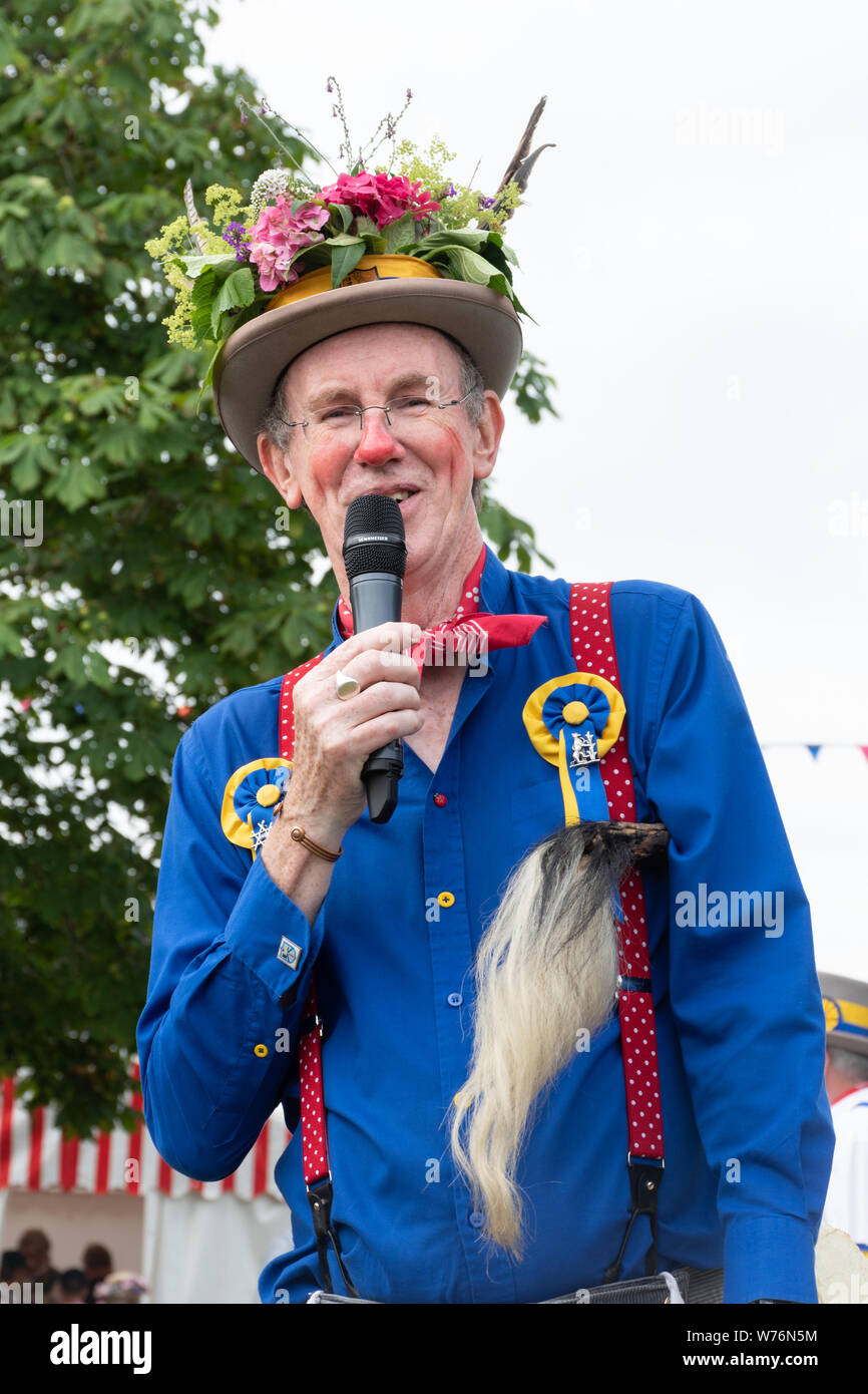 the-fool-part-of-the-traditional-illmington-morris-men-team-dancers-entertaining-the-crowd-at-the-countryfile-live-2019-show-uk-W76N5M.jpg