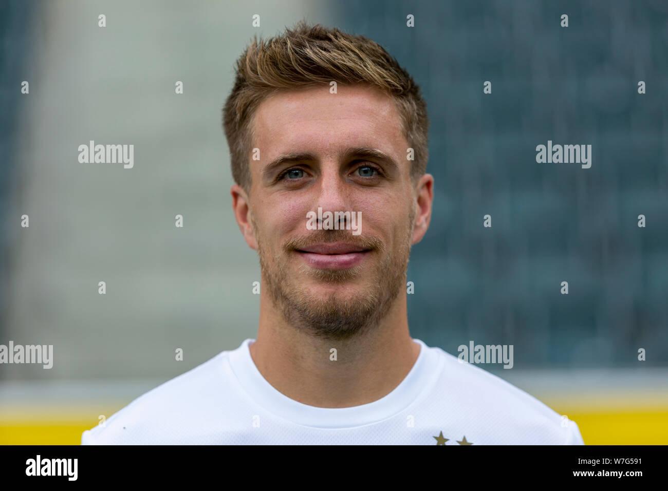 c7.alamy.com/comp/W7G591/football-bundesliga-20192020-borussia-moenchengladbach-press-photo-shooting-portrait-patrick-herrmann-W7G591.jpg