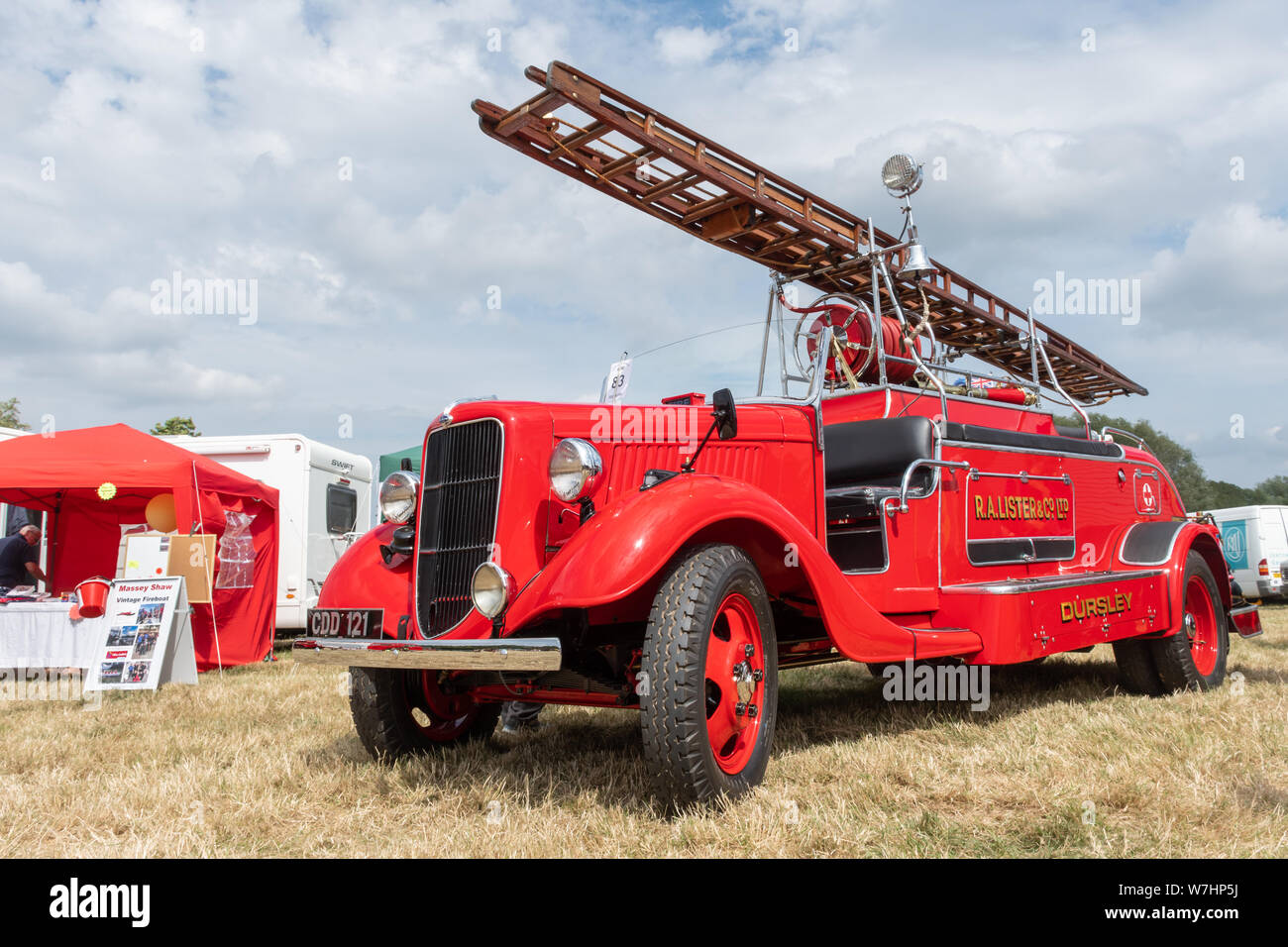 1937-fordson-fire-engine-originally-commissioned-by-r-a-lister-of-dursley-on-display-at-the-odiham-fire-show-2019-in-hampshire-uk-W7HP5J.jpg