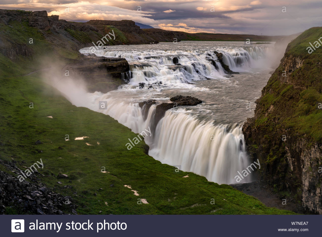 iceland-gullfoss-waterfalls-at-sunset-W7