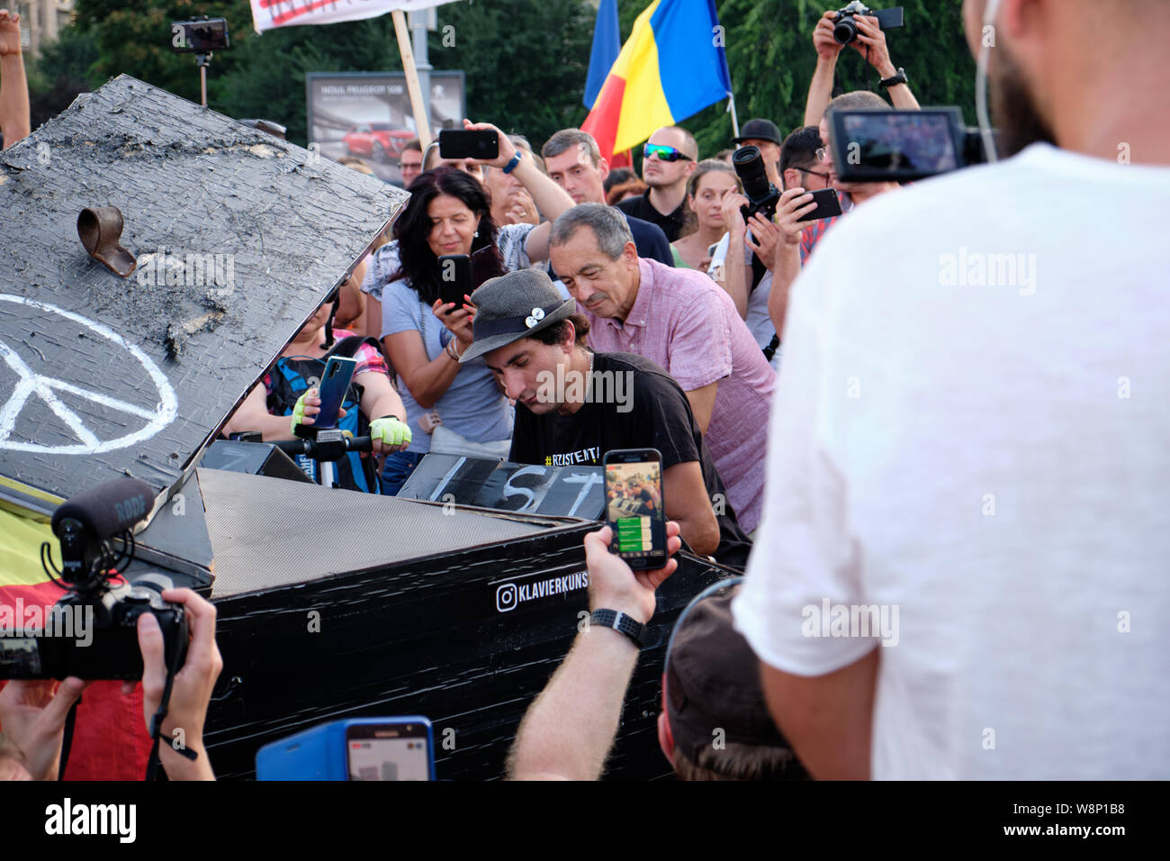 bucharest-romania-10th-august-2019-german-pianist-davide-martello-plays-piano-for-the-crowd-of-protesters-at-the-anti-corruption-manifestation-martello-cancelled-other-concerts-to-specifically-attend-the-event-which-takes-place-on-the-anniversary-of-last-years-violent-confrontation-in-the-city-credit-jf-pelletieralamy-live-news-W8P1B8.jpg