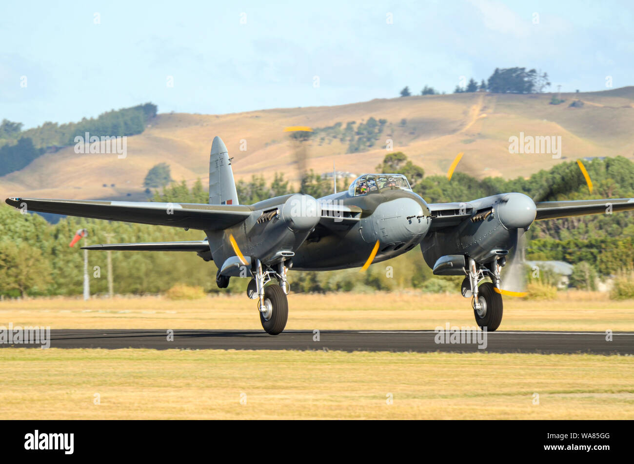 de-havilland-dh98-mosquito-second-world-war-fighter-plane-at-wings-over-wairarapa-airshow-hood-aerodrome-masterton-new-zealand-take-off-roll-WA85GG.jpg