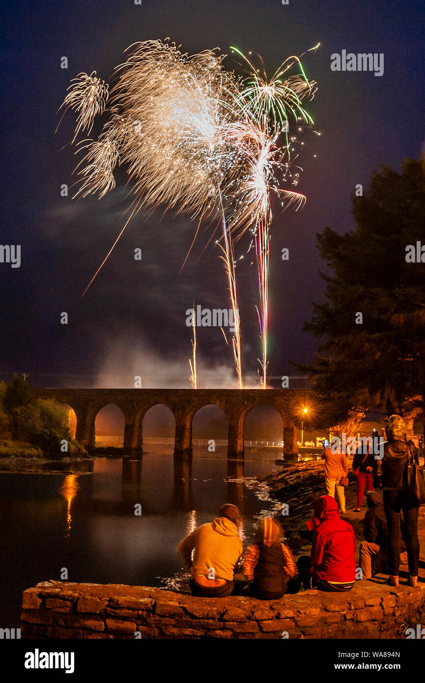 ballydehob-west-cork-ireland-18th-aug-2019-the-ballydehob-summer-festival-closed-tonight-with-a-stunning-firework-display-from-the-famous-12-arch-bridge-watched-by-hundreds-of-locals-and-tourists-alike-credit-andy-gibsonalamy-live-news-WA894N.jpg