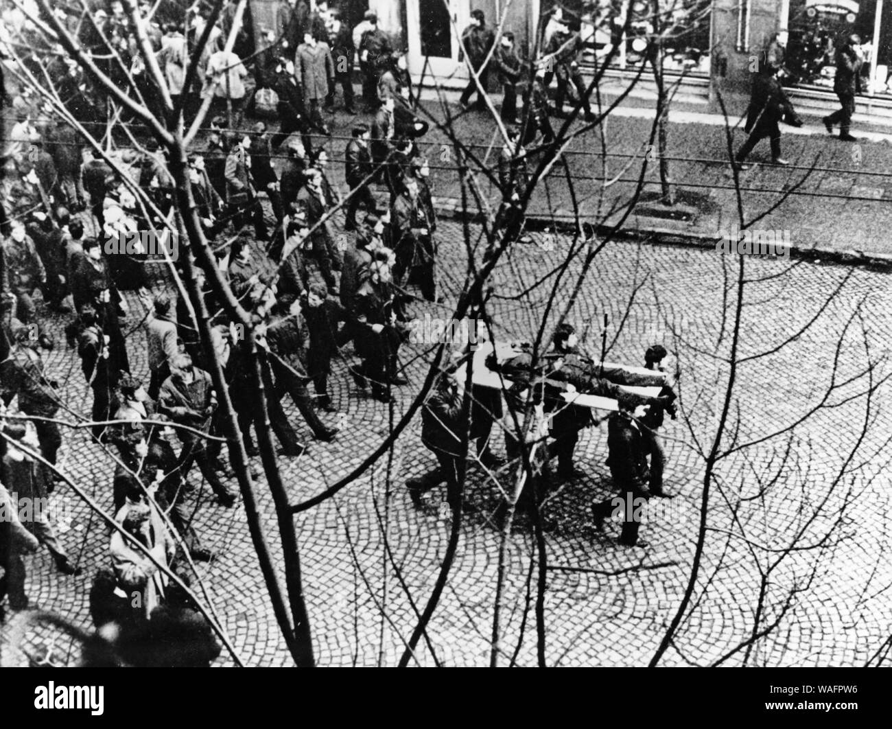 Gdynia, 17.12.1970. December protests on coast. Gdansk shipyard workers carry Zbigniew Godleski's body on doors. He was shot during riots in the Gdansk shipyard local train area. Photo taken on Swietojanska street in Gdynia, from the window of a private flat. Fot. Edmund Peplinski / FORUM Stock Photo
