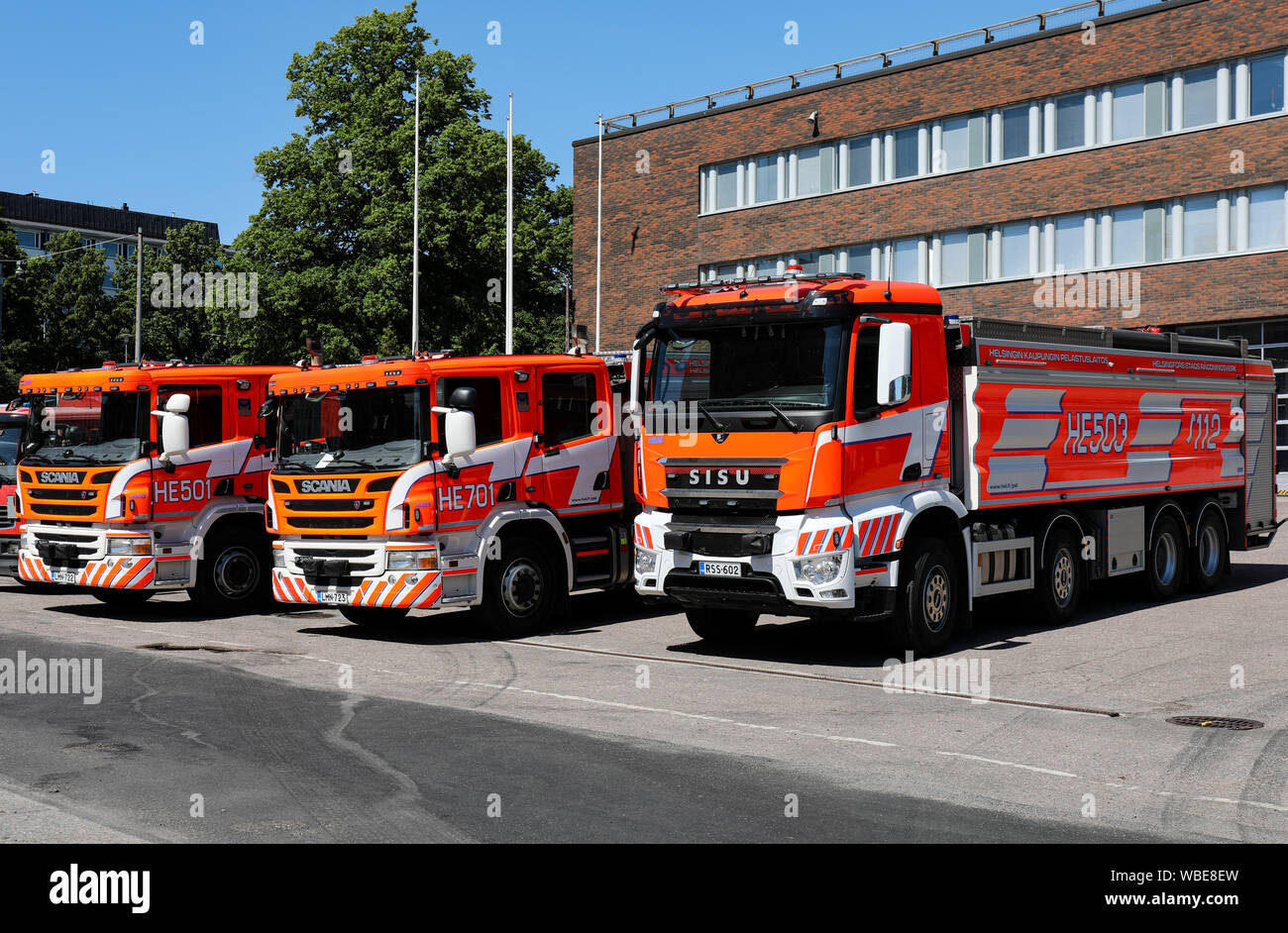 fire-engines-in-front-of-kallio-firestat