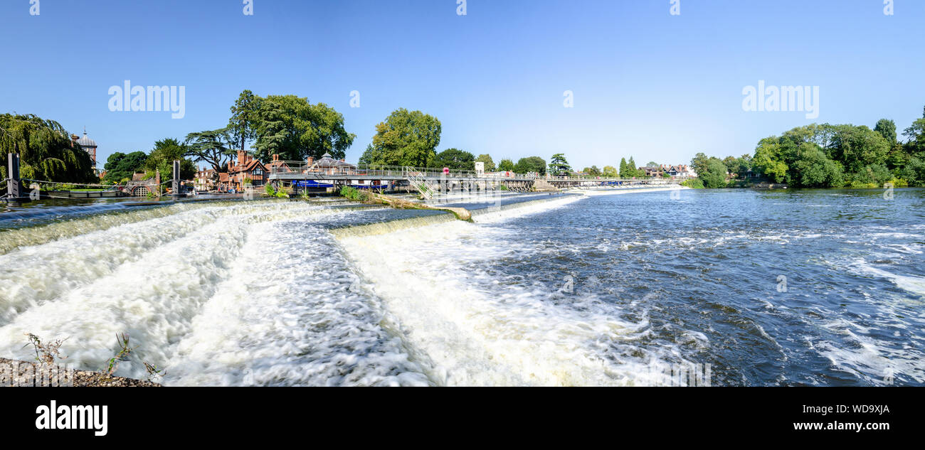 a-view-of-the-weir-on-the-river-thames-at-marlow-in-buckinghamshire-uk-WD9XJA.jpg