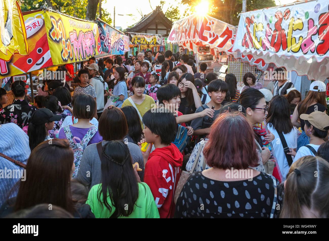 crowd-at-the-natsu-matsuri-summer-festif