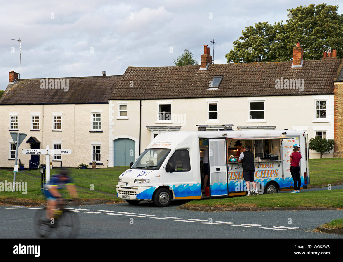 mobile-fish-chip-van-in-north-newbald-a-village-in-east-yorkshire-england-uk-WGK2W3.jpg