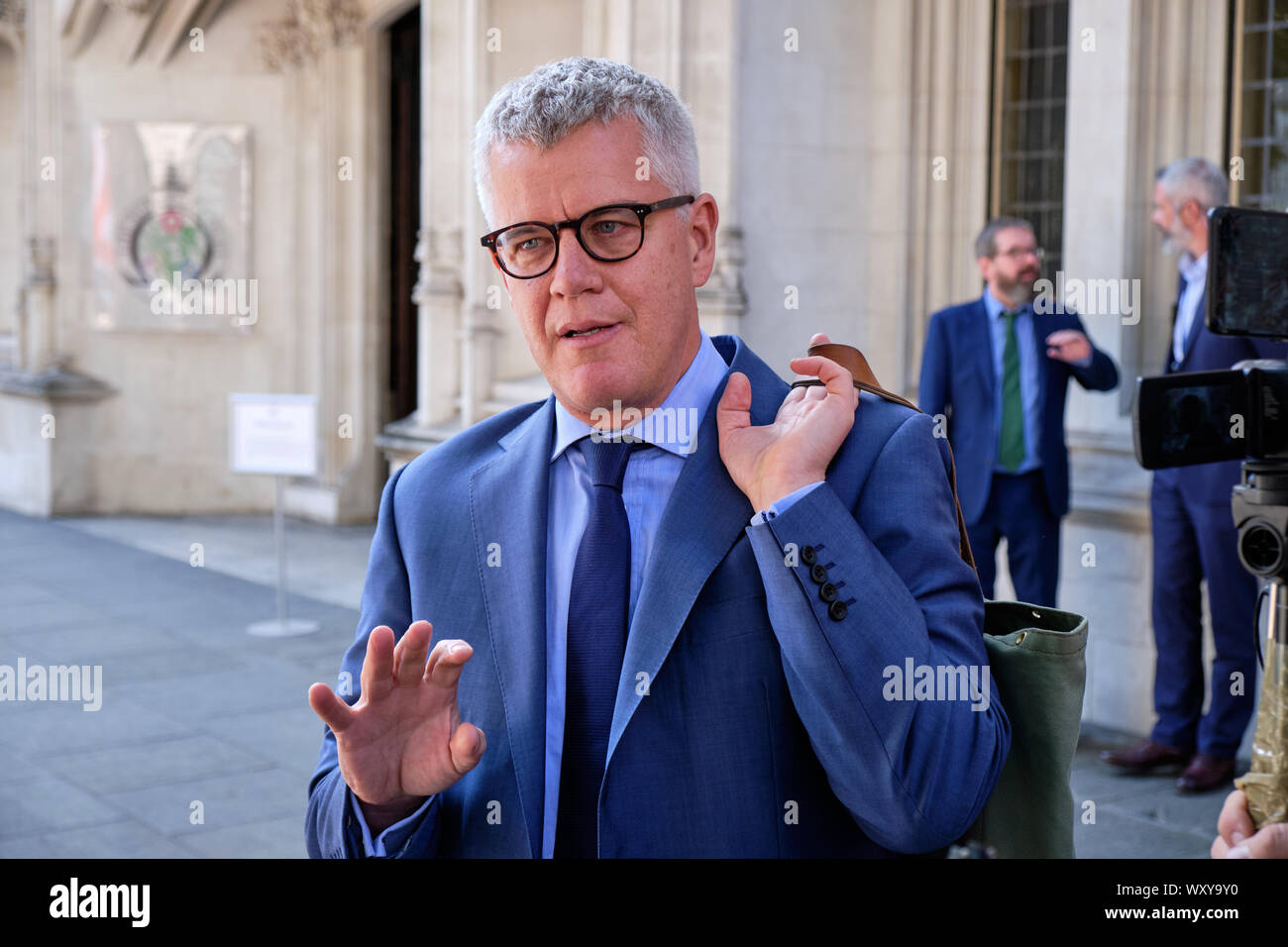 Jolyon Maugham QC speaking with crowd in front of the Supreme Court Stock Photo