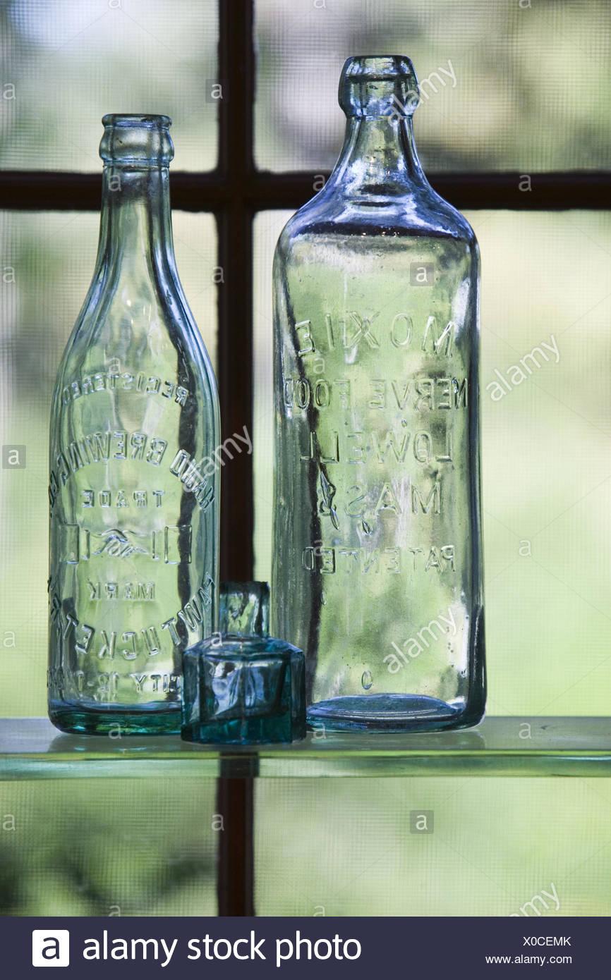 Außergewöhnlich Regal Glas Referenz Von Fenster, Regal, Glasflaschen, Antik, Schaufenster, Dekoration, Ausstellung,