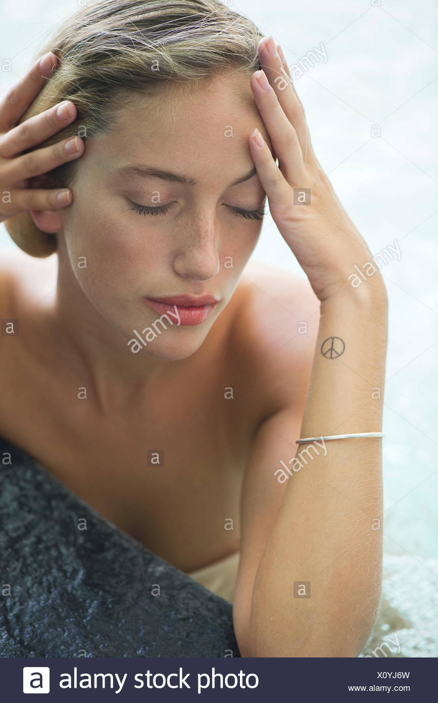 Woman relaxing in pool - Stock Image