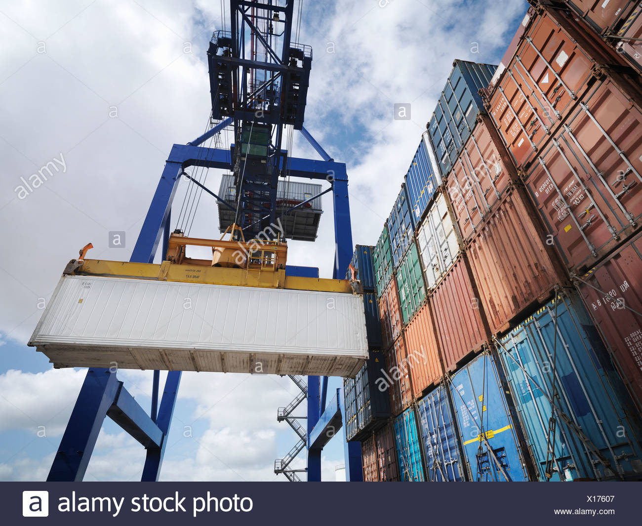 Shipping containers with gantry crane - Stock Image