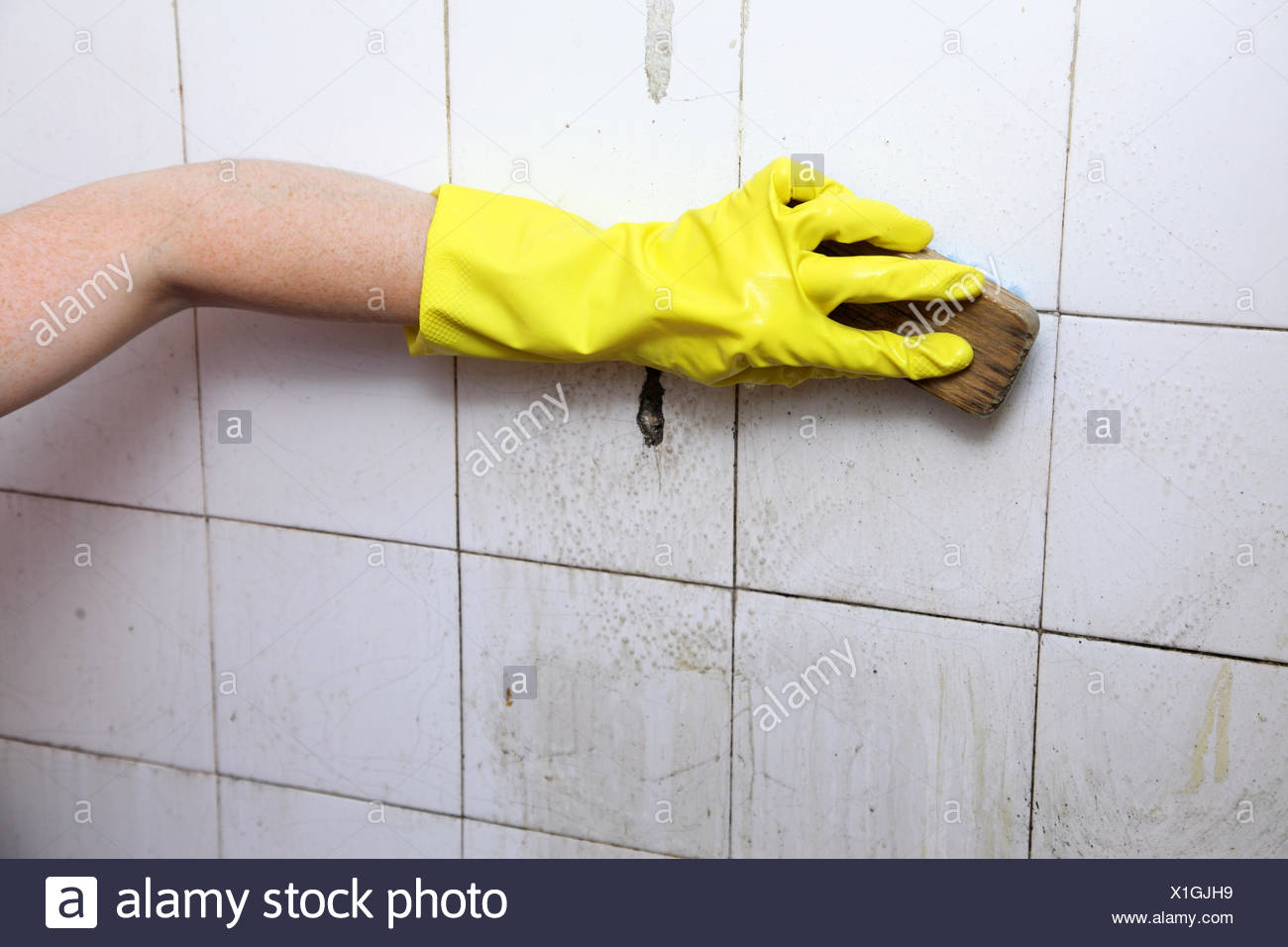Cleaning of dirty old tiles in a bathroom Stock Photo: 276346373 - Alamy