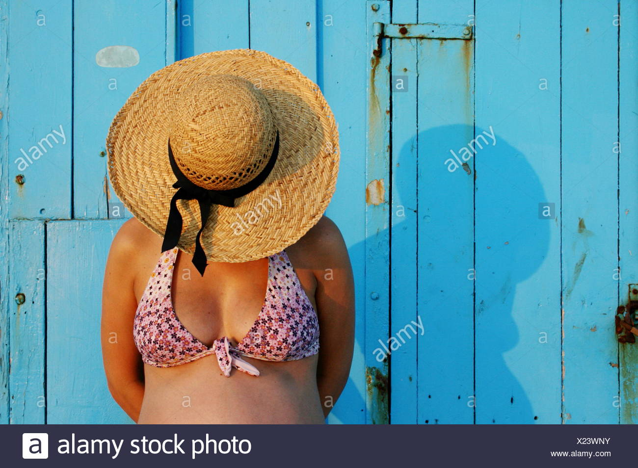 Pregnant woman wearing a straw hat - Stock Image