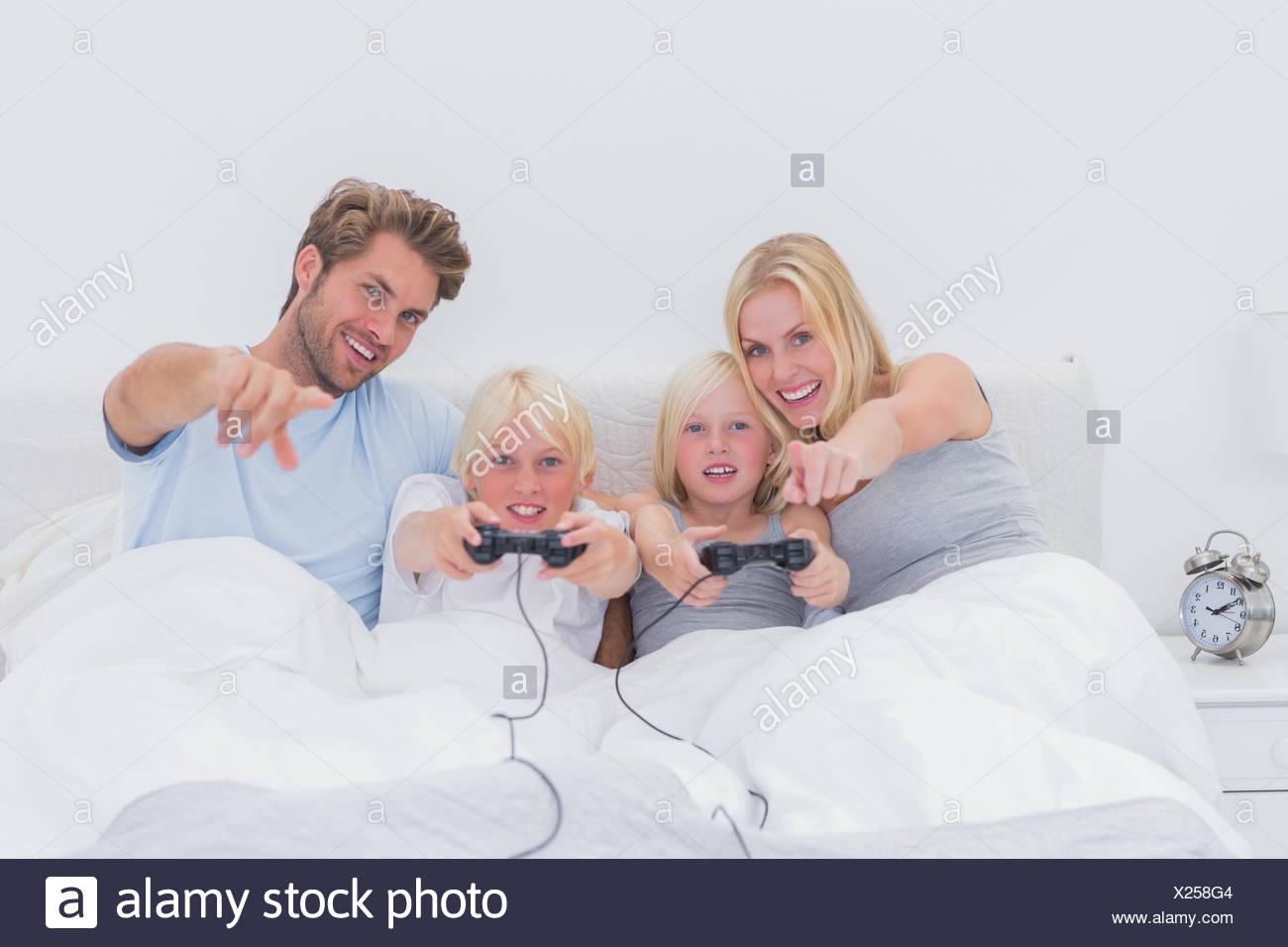 Happy family playing video games - Stock Image