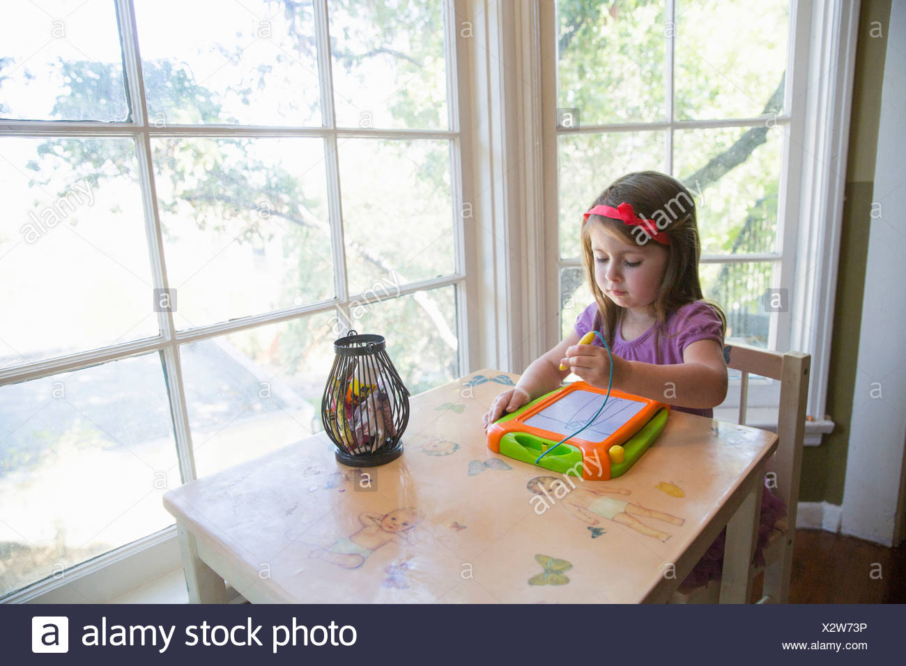 Girl drawing indoors - Stock Image