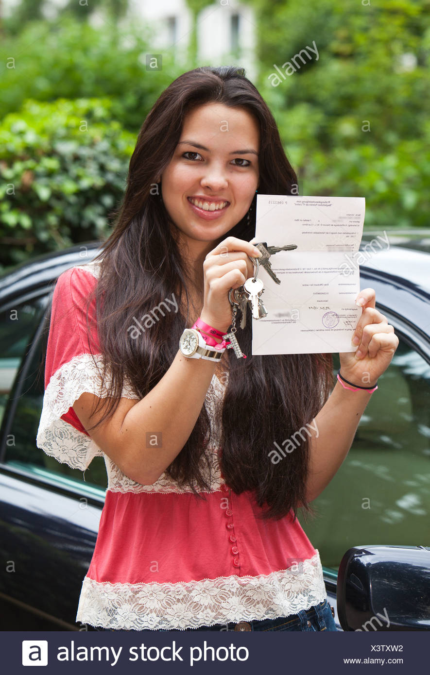 Girl, about 17 years, proudly presenting her driving license for 'Accompanied Driving for Drivers Aged 17+', Hesse - Stock Image