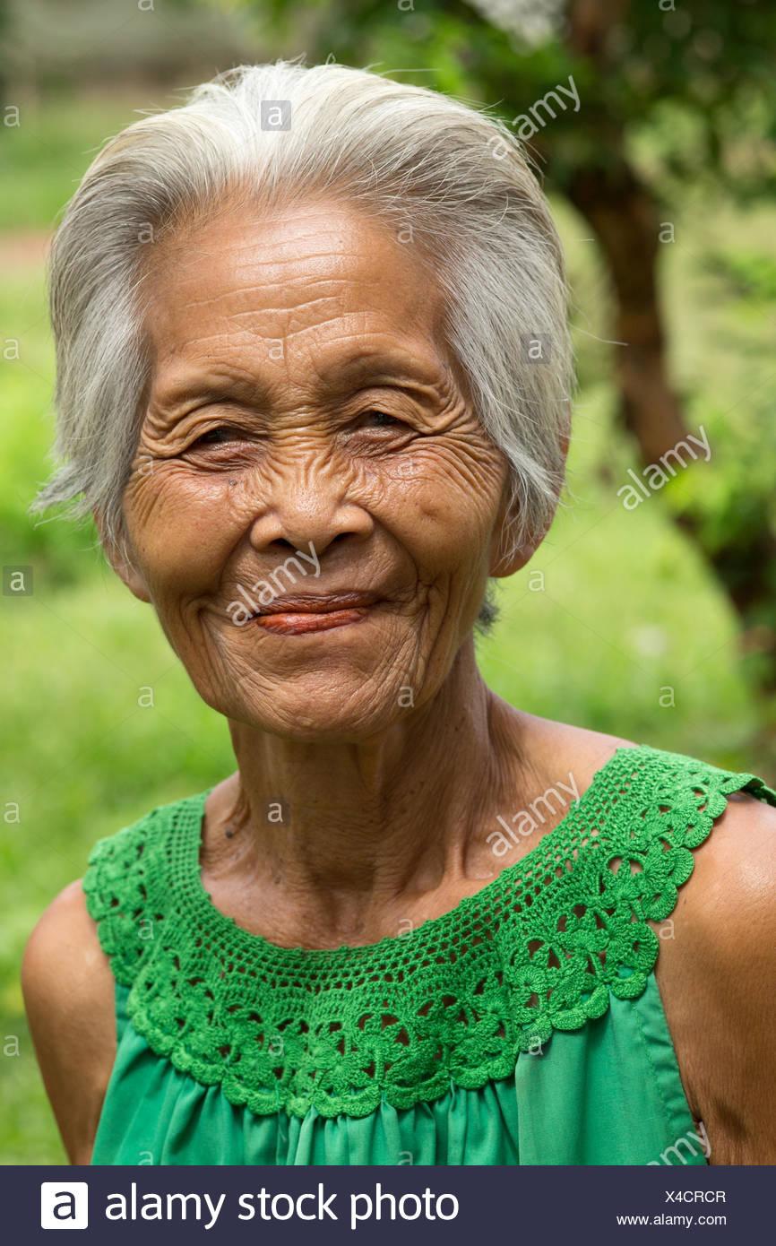 60 Jahre alte asiatische Frau