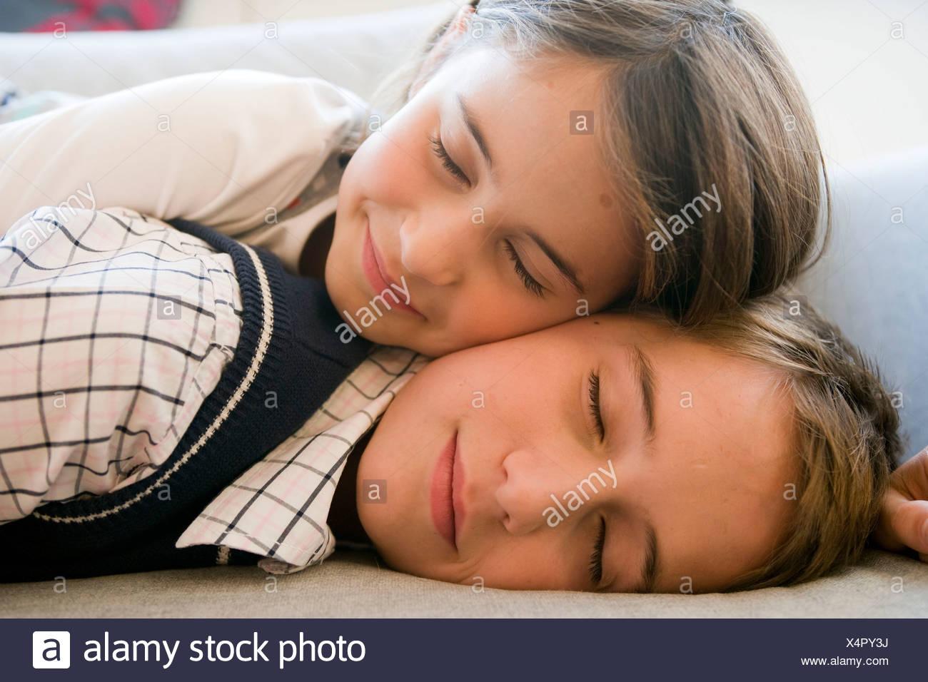 Трахает мать пока та спит русские, Сын трахнул спящую мать Cмотреть бесплатно порно 12 фотография