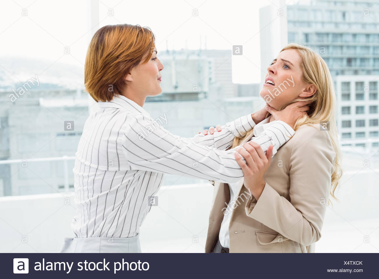 Businesswomen having a violent fight in office - Stock Image