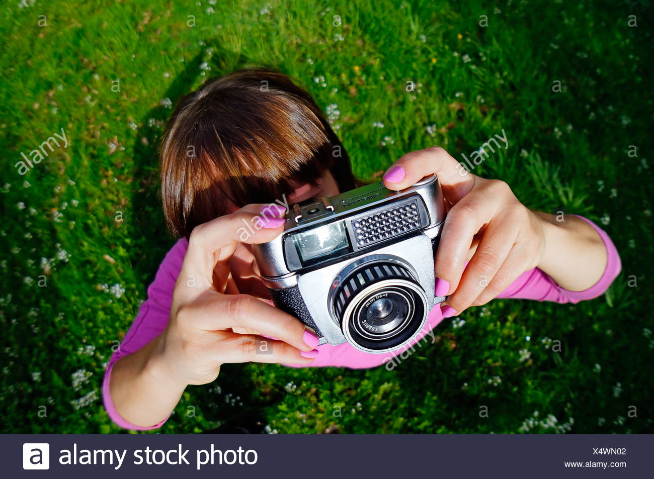 Woman photographing with old camera, fisheye lens - Stock Image