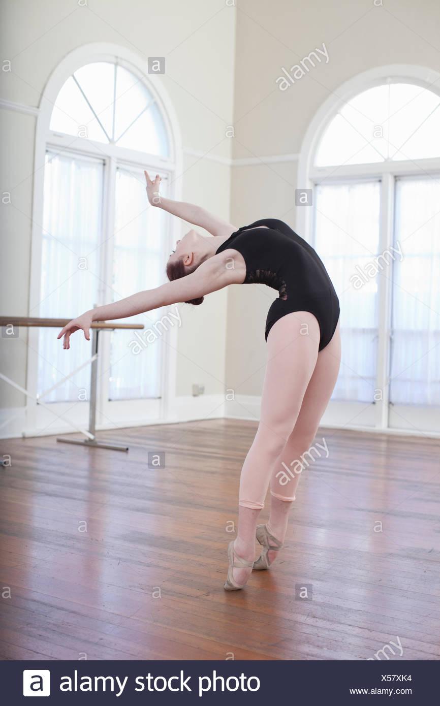 Teenage ballerina leaning back in ballet position at ballet school - Stock Image