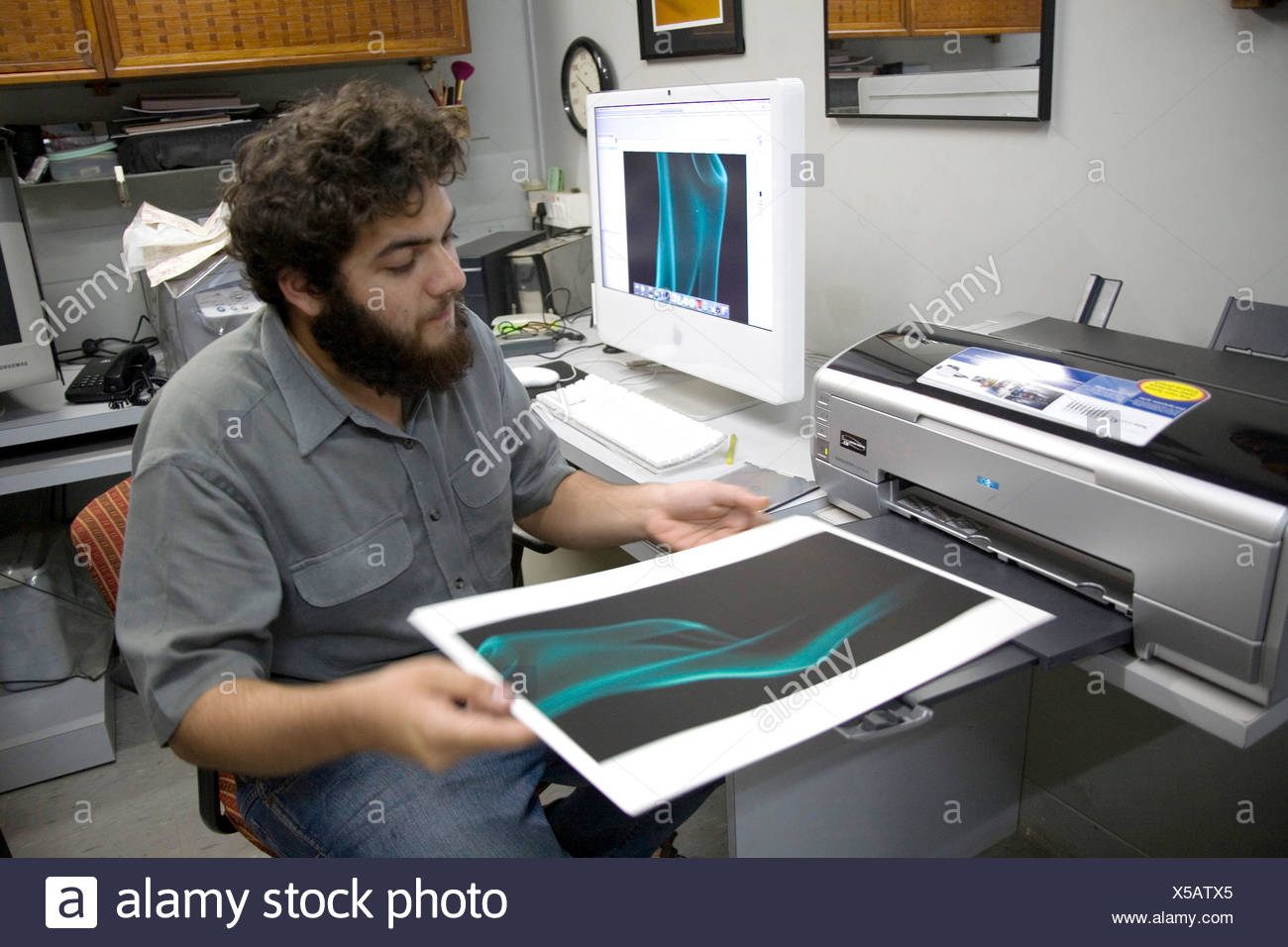 Vivek Manek photographer working on archival epson printer MR - Stock Image